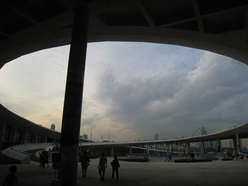 the odd UFO-like Marina Barrage building