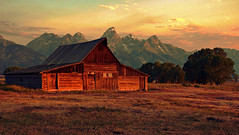 Dawn at Moulton Barn (Jeff Clow) Tags: bravo grandtetonnationalpark jacksonholewyoming moultonbarn ©jeffrclow lesamisdupetitprince