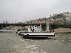 Pont de Sully (jane_sanders) Tags: bridge paris france seine river notredame boattrip notredamedeparis lestlouis laseine lesaintlouis pontdesully 4earrondissement 4tharrondissement