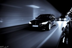 Three Photographers on the run (Frank_F.) Tags: street motion cars vw lights tunnel bmw autos lichter lightroom 525i phaeton e60 angeleyes 530d strase nikond40x mkit nikkorafs1855mmf3556gif frankf nebelleuchten