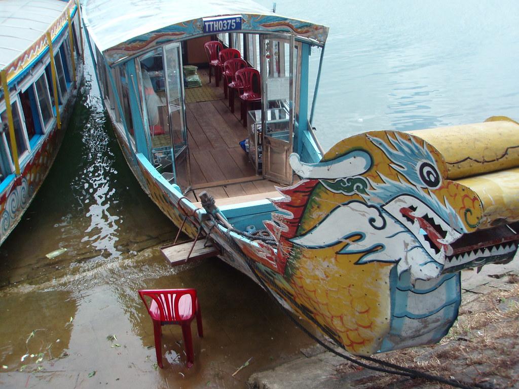 Embarcación típica del río Perfume en Hue