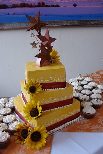 autumn wedding cake photo