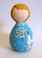 Tania (Belle Bellica) Tags: flowers blue flores fence painting dolls borboleta cerca boneca madeira babushka pintura torno feitoamao