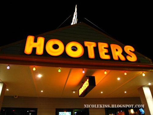 hooters gold coast
