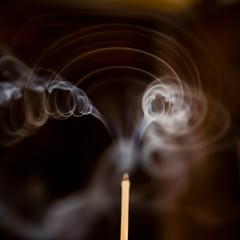 spires (-CyRiL-) Tags: macro smoke fumée encens volutes cyrilbklfav cyrilbkl