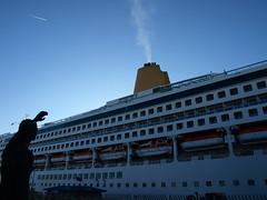 Buen viaje (xanorzan) Tags: mar olympus galicia aurora crucero acorua trasatlantico