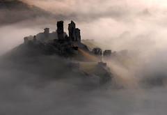 [フリー画像] 建築・建造物, 遺跡, 霧・霞, イギリス, イングランド, 201005031900