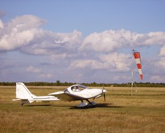 Vega 45 YZ - Light aircraft landing and windsock (JPC24M) Tags: atterrissage monomoteur 45yz