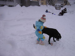 Amieは、4歳位?の小さな女の子に遊んで貰った