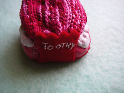 toothy pincushion - crocheted tongue