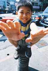 Hands (Shanghai Sky) Tags: boy film stain smile hydrant fire hands nikon taiwan taipei nut betel f6