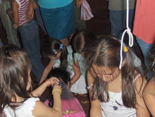 dia del nio manualidades. Niños haciendo manualidades