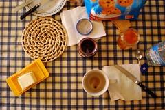 Perch la colazione  una cosa seria!! (Mnemomaz) Tags: burro latte caff biscotti colazione tazza tovagliolo coltello marmellata caffellatte miparegiustoviziarmiunpoognitanto imppig