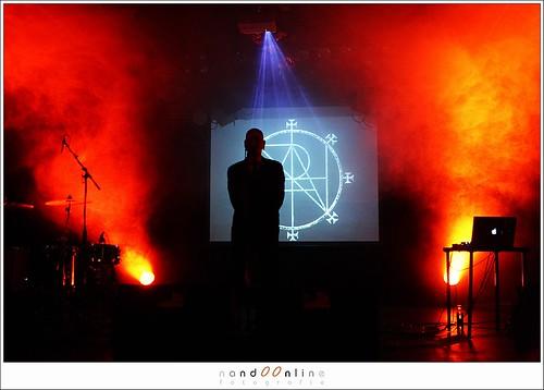 Figuur 17: Opening van het optreden van Coph Nia in de W2, Den Bosch. Mooi maar vanuit fotografisch oogpunt een onmogelijke situatie. EOS 1DmkIII met 24-70mm f/2,8L bij ISO2500