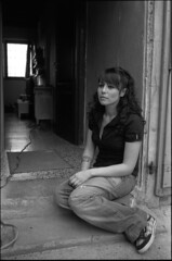 * (rumorebianco) Tags: portrait people bw film 35mm sitting muse fullframe nocrop clo kodaktrix400 zeissdistagon3528 contax137 villaspinosa