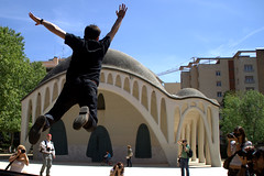 Salta !!! (mireia_mim) Tags: fly jump salto kdd modernismo terrassa volar sisapo ltytr2 ltytr1