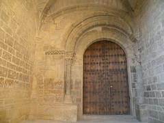 Uncastillo : entre d'glise (fredpanassac) Tags: door espaa church spain puerta iglesia kirche aragon porte portal tor espagne glise tr spanien uncastillo