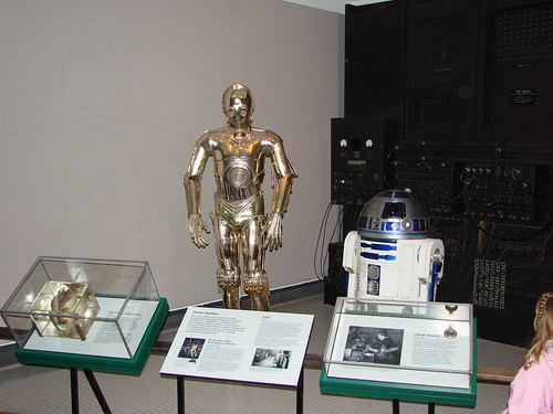 2008-03-08 03-09 Washington 147 National Air & Space Museum, Original R2D2, C3PO