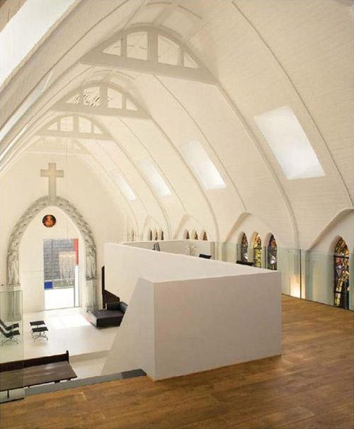 2730955769 2d0d44b81e o Quando uma capela se transforma em apartamento