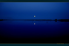 le bleu (swaily -NON pro - Claudio Parente) Tags: lago blu ngc luna acqua magical reflexions soe notte notturno firstquality flickrsbest golddragon the4elements abigfave aplusphoto visiongroup ysplix theunforgettablepictures overtheexcellence worldwidelandscapes flickrlovers vision100 grouptripod goldenvisions photoartbloggroup authorsclub besteverdigitalphotography