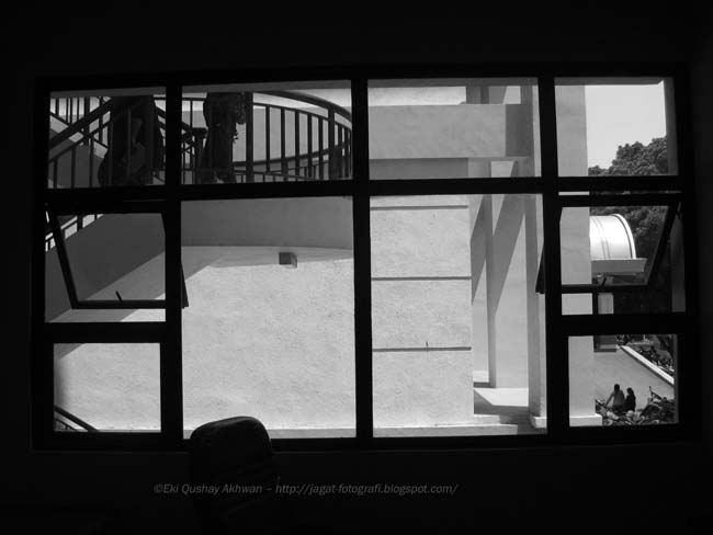SEPTEMBER 18 2008 EXPLORING UPI CAMPUS NGOPI DOELOE 187B