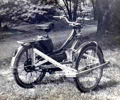 Mon premier side car à Lille en 1971 !! (gueguette80 ... Définitivement non voyant) Tags: moto lille moped nord sidecar cyclo motobecane beiwagen mobylette grise motoconfort seitenwagen cyclomoteurs av44 lillerijsel zijspanwagen