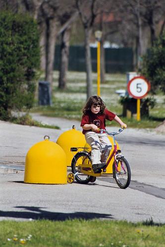 Eltern-Kind Entfremdung bedeutet seelische Gewalt und emotionalen Missbrauch am Kind und am Elternteil - Lago di Garda Camping May 2003 gard030_27Aa