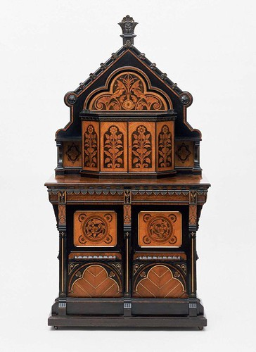 011 Gabinete-Ingles- diseñado por Bruce Talbert-alrededor de 1870-cerezo-roble-ebano-nogal y palo rosa-© 2009 Museum of Fine Arts, Boston
