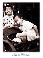 Enfants de Bangkok (Jerome Mercier) Tags: voyage leica playing children bangkok lol asie enfants sourire tone tourisme rire thailande asiatique jeux sejour bangkokcity leicadigilux3 jeromemercier jeromemercierphoto jmbook bookjm voyageenthailande voyageasie sejourasie urbanismebangkok urbanismeasie villebangkok capitalethailande peupleasie cultureasiatique peupledasie architectureasie sejourthailande taihlande tailhande sejourbangkok voyagebangkok