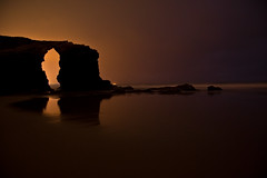 Las Catedrales durante la noche (Juanteretrata) Tags: sea espaa orange color colour beach night canon dark photography noche spain juan playa lugo catedrales montero ascatedrais lascatedrales 40d juanteretrata