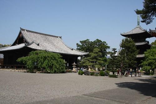 道成寺境内