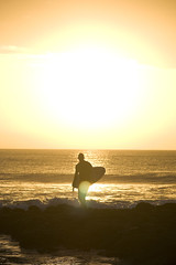 picking the moment (laatideon) Tags: sea sunrise canon waves glare surfer flare jeffreysbay laatideon deonlategan
