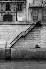 Quais de Seine, Paris (Zigaar) Tags: houses blackandwhite paris brick wall seine stairs zeiss canon eos 300d noiretblanc maisons gimp jena carl m42 pierres mur manualfocus contrasts canoneos300d lampadaire 135mm escaliers contrastes quais postprocessing czj bo