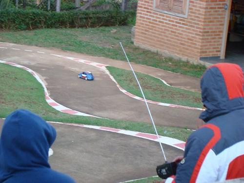 Alexandre pilotando seu Mini com bolha de fusca.