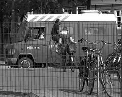 politie en fietsen (wojofoto) Tags: amsterdam bike highbike mebus bus me politie wojofoto fietsen fiets bicycle police wolfgangjosten zwartwit monochrome blackandwhite straatfoto streetphoto people mensen