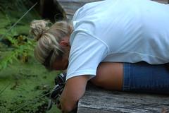 Tina, getting the shot! (Sue Sweet) Tags: camera gardens sisters photos parks missouri paek photogarpher