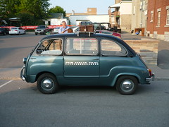Other cars at the Ferrari Fest: A Fiat 600 Multipla. (Steve Brandon) Tags: auto show city ontario canada car geotagged automobile fiat display corsoitalia cab taxi ottawa voiture 600 littleitaly ville fca fiat600 multipla italiancar prestonst prestonstreet fiatmultipla pubitalia fiat600multipla ruepreston ferrariclubofamerica