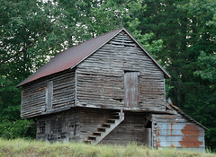 Barn near Dawsonville (luxomni) Tags: barn nikon d2x nikkor tinroof 2485mmf284d luxomni