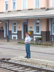 Bahnwärter wartet aufs Pfeifen