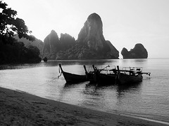 Ao Ton Sai, Thailand (Helen Olney) Tags: sea blackandwhite bw beach thailand boats sand rocks asia harbour 2006 cliffs krabi tonsai longtails challengeyouwinner flickrchallengegroup aotonsai flickrchallengewinner