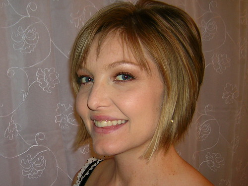 Angled bob hairstyle for winter 2008