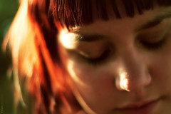 Sara .- 2008 (RolanGonzalez) Tags: naturaleza chica retrato campo soledad pelirroja pensativa