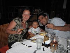 Cenando (parrao) Tags: paz playa resort piscinas vacaciones panam placer paraso rascacielos decameron privilegio familiafeliz