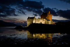 Eilean Donan Castle (KennethVerburg.nl) Tags: greatbritain sunset reflection castle monument architecture night scotland vakantie highlands zonsondergang europa europe nacht scottish tourist avond 2008 eilean donan eileandonan attraction architectuur kasteel schotland reflectie toerist eileandonancastle attractie schots canoneos5d hooglanden grootbritannie