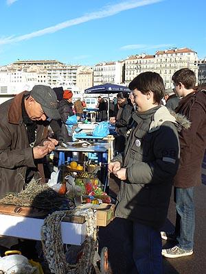 Paul achète des olives.jpg
