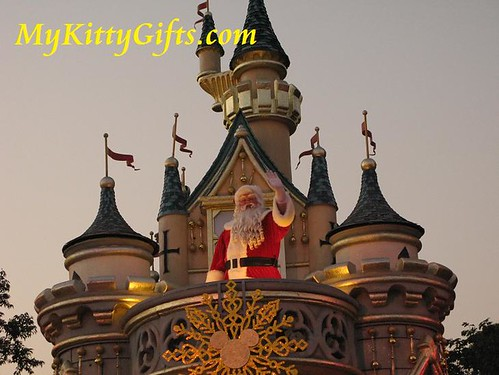 Hello Kitty Meeting Santa Claus in 'Let it Snow' Christmas Parade, Hong Kong Disneyland