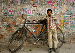 Street scene,calcutta (Mark William Brunner) Tags: street boy india bike wall canon child kolkata soe calcutta westbengal childrenofindia flickrsbest shieldofexcellencegroup markwilliambrunner lpbikes lp2011winners