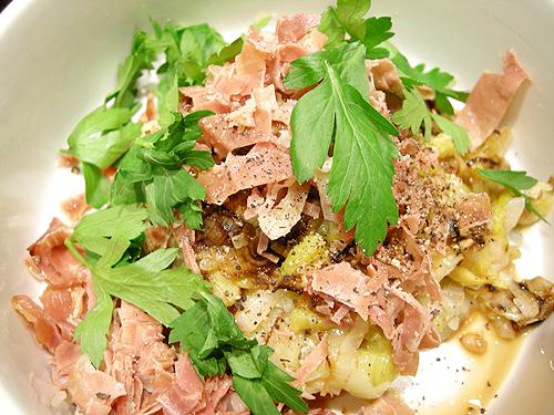 盤烤鮭魚排佐煮韭蔥-090205