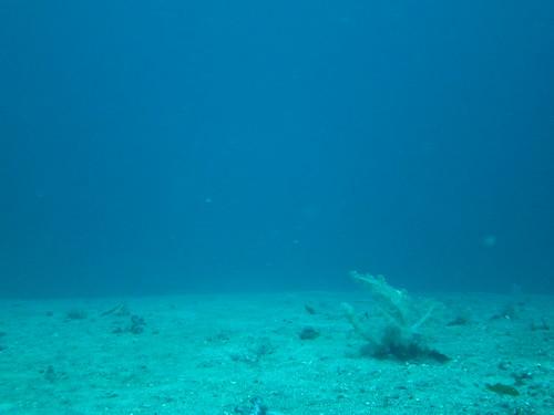 水深25m