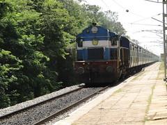 Bangalore Express with the oldest 3D (Karthik Abbilash) Tags: india train ed track rail cape sbc sr erode njt indianrailways swr 11101 irfca 16525 wdm3d
